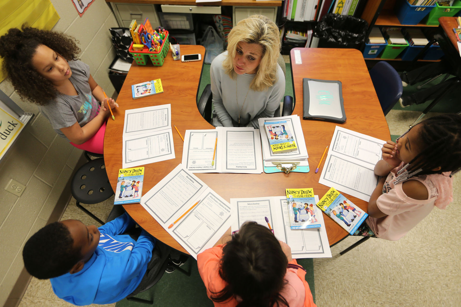 Cindy Wilbanks, a second-grade teacher at Corinth Elementary School, leads a group of students in a reading lesson.   Adam Robison/Northeast Mississippi Daily Journal