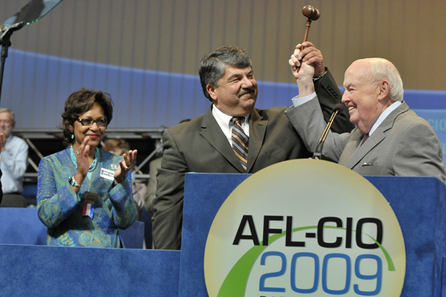 Richard_Trumka_John_Sweeney_AFL_CIO_2009.jpg