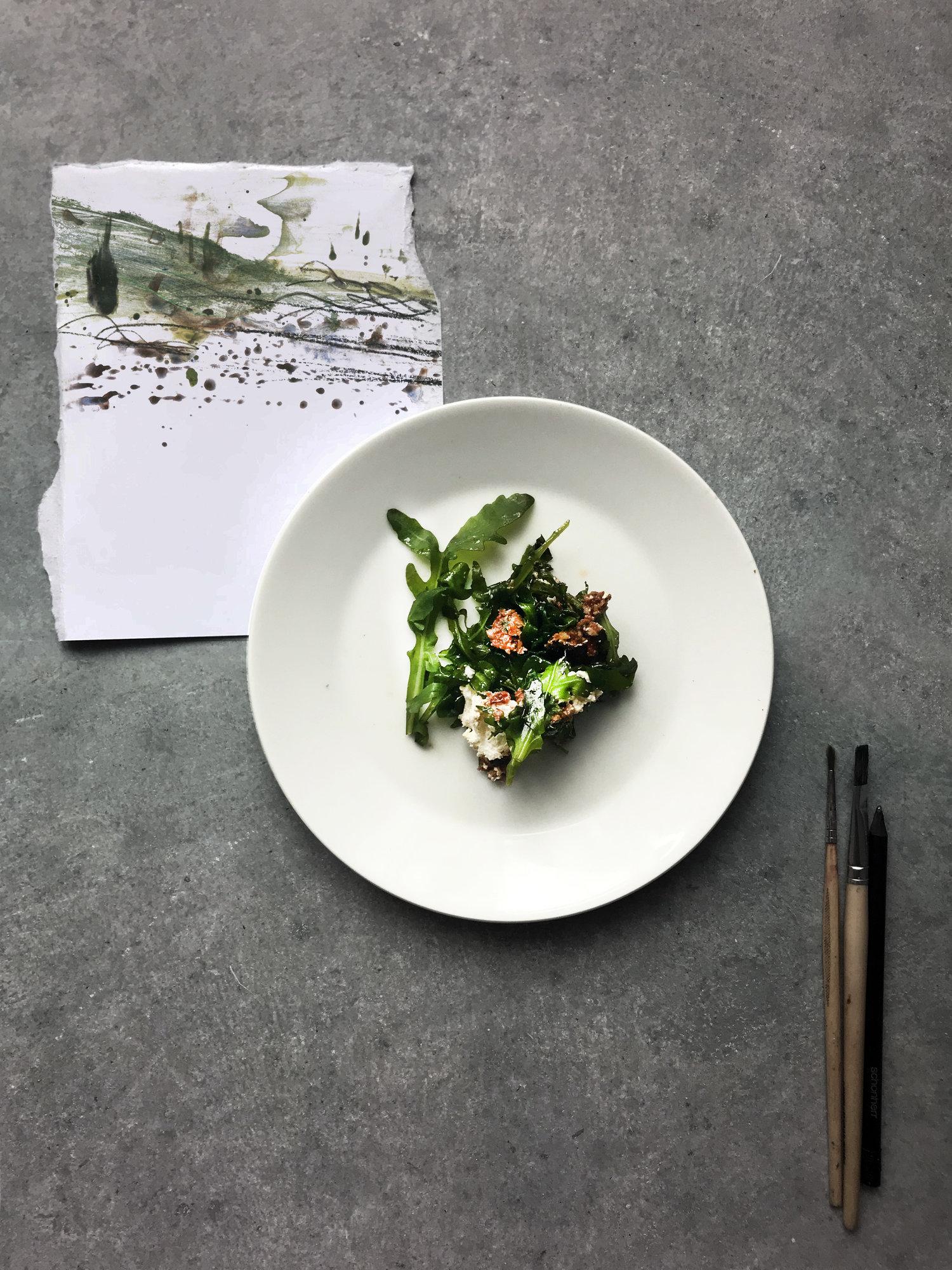 Notizen aus Italien: Rucolasalat, im Ofen gebackener Ricotta, Getrocknete-Tomaten-Nuss-Pesto.