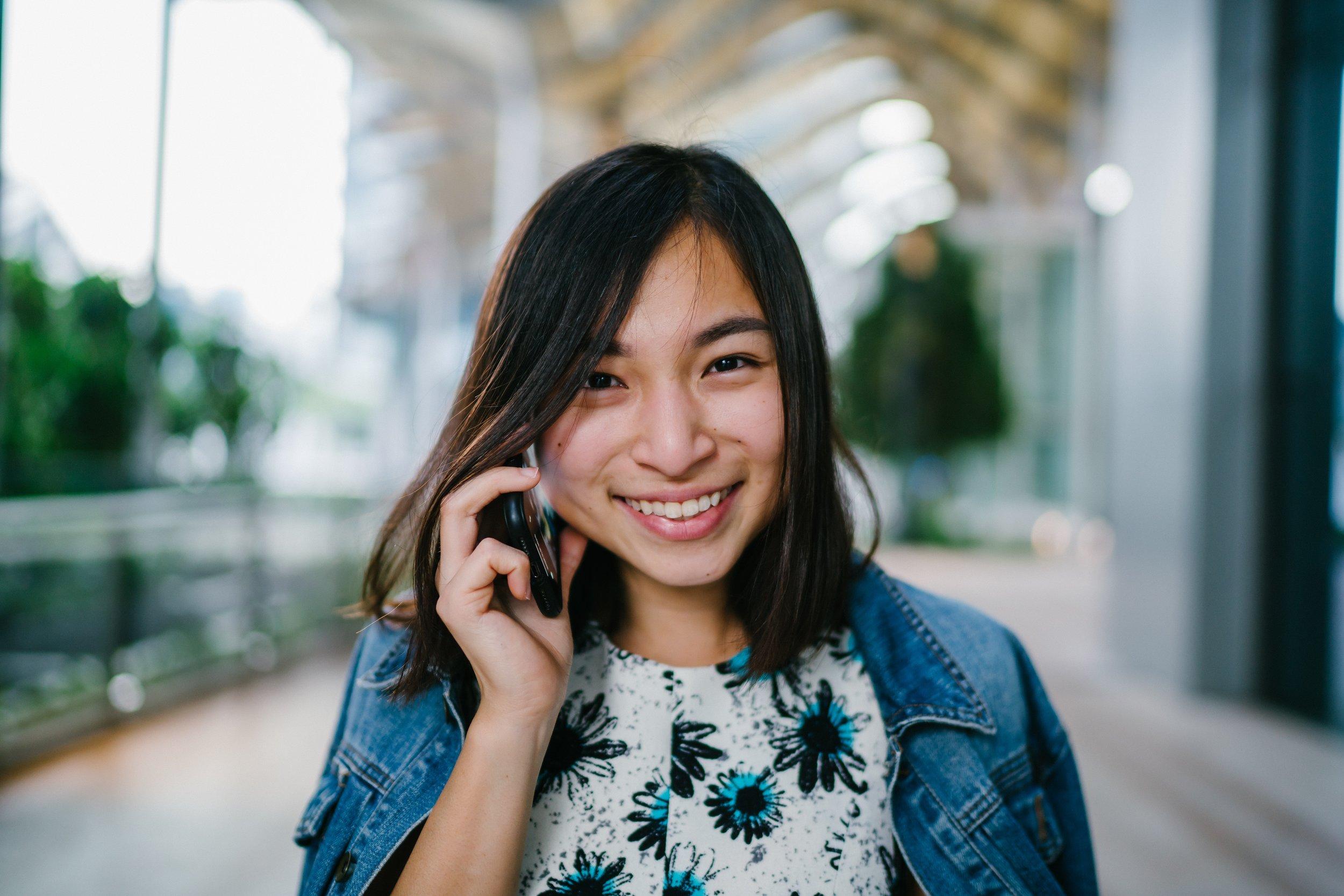 brunette-calling-casual-1568337.jpg