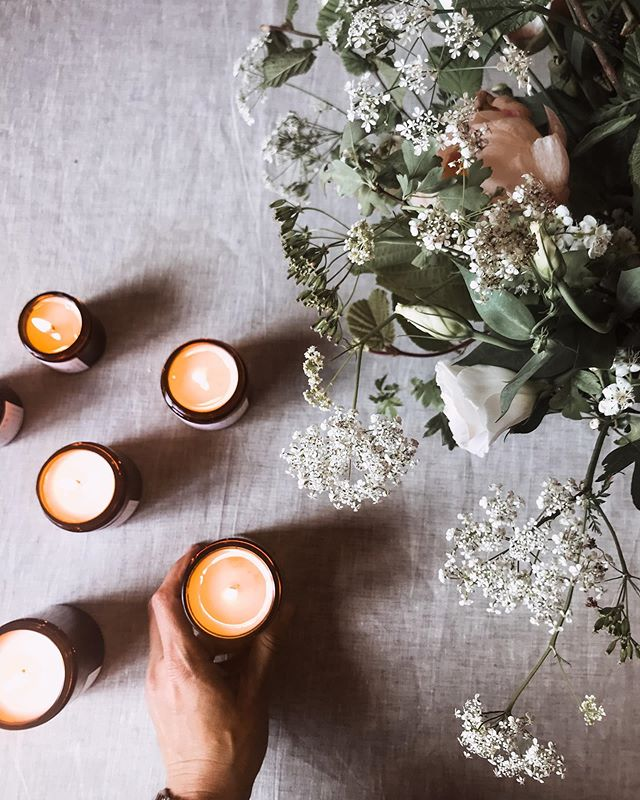 As a candle maker, I have a couple of non-negotiables. One of those is that each and every candle I make is fragranced solely with 100% pure essential oils. No artificial fragrances, no matter how 'natural' they claim to be, make it into my home, never mind my candles. It means that I can 100% stand behind the gorgeous scent, therapeutic benefits and lack of toxins in every single product I create; something that is well worth the absence of blueberry muffin or fresh laundry fragrances in my line up.⠀⠀ 🌿 I've written a blog post exploring the various fragrance options available to candle makers, and why I've chosen not to use anything but gorgeous, pure, carefully sourced essential oils. I've tried to be as balanced as I can be about the alternatives (while remaining well aware that I have something of a bias here) and addressed why so many companies choose artificial fragrances. I hope that this post is genuinely informative when it comes to candle fragrance and what you might want to consider as a consumer.  It feels like nobody wants to discuss it, especially the grey area of 'natural' fragrances, which sit somewhere between essential oils and 100% synthetic fragrances.  You can find a link to the post in my bio.⠀⠀ 🌿 I don't claim to have all the answers, but if you have any questions at all about essential oils, fragrance or anything else to do with candles and toxicity, I'll do my absolute best to answer here.