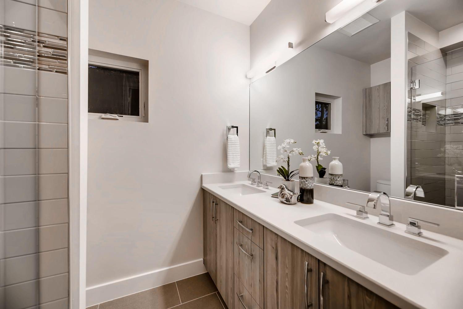 942 S Fulton St Aurora CO-large-020-10-2nd Floor Bathroom-1500x1000-72dpi.jpg
