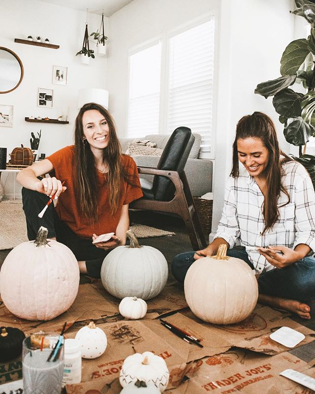 this fall: paint yo pumpkins with cute pals ❊