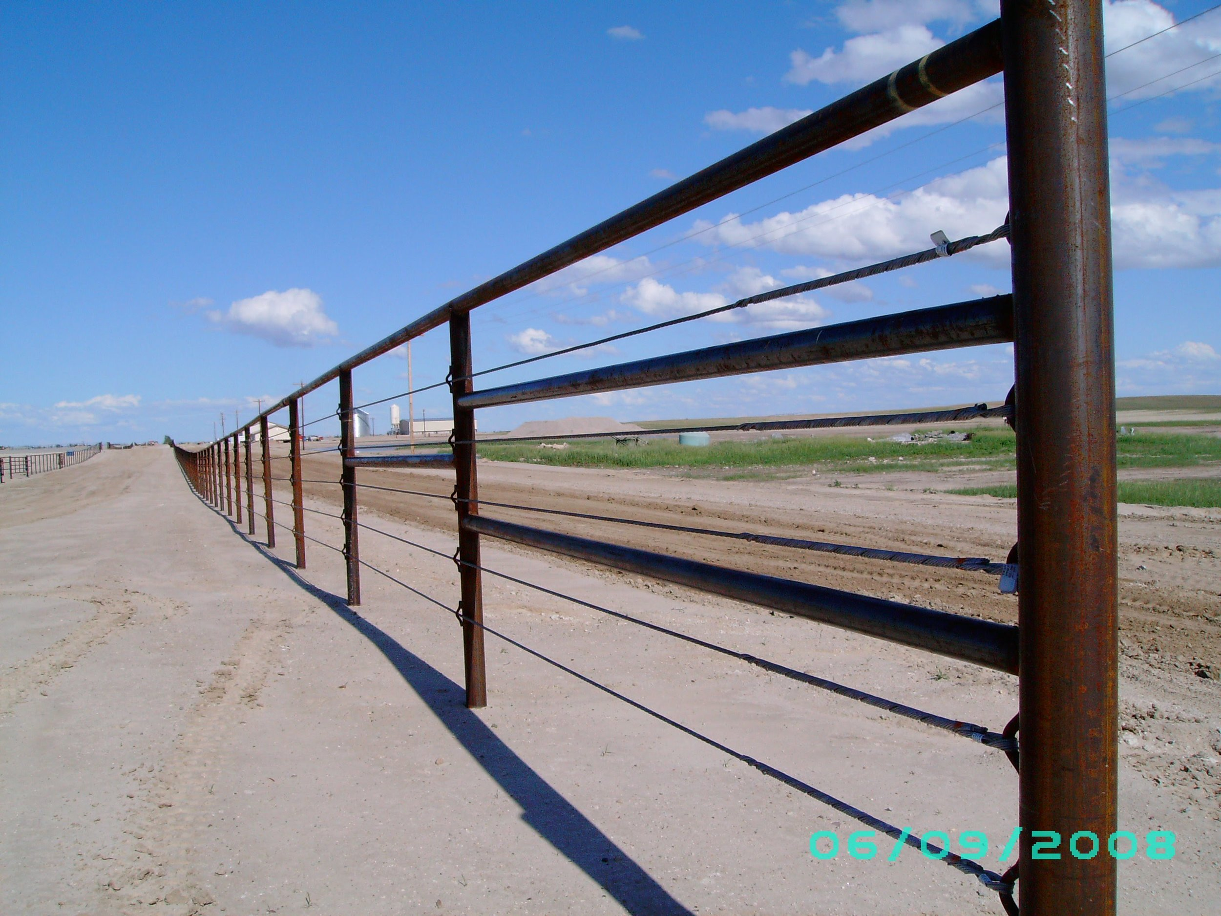 Cable feedlot fence