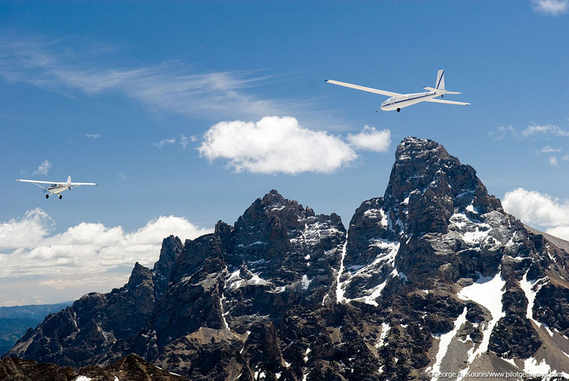 aviat husky towing glider in the tetons