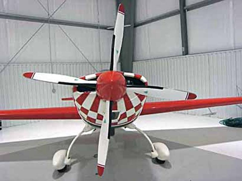 Extra 300in hangar
