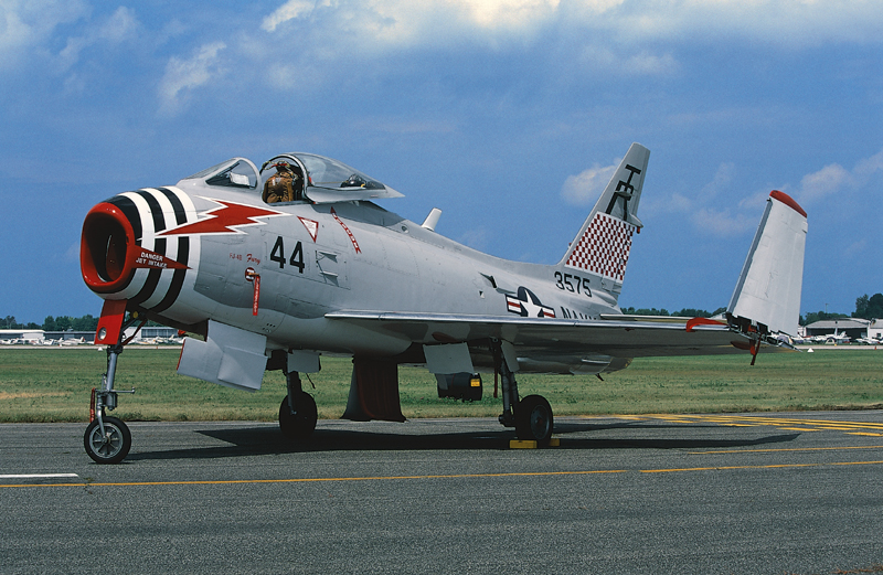 FJ-4 Fury folded wings