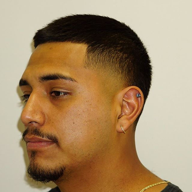_____________________________________________________________ #TAPER #GOATEE #straighthaircut  #barbergrind #barberrespect #worldofbarbers #thefinestbarbers #barberpost #barbers #barbernation #barberlife #nastybarbers #barbergame #wahlsenior #chicagobarber #chicago #southloopchicago #hair #haircut #elegance  #menshairstyles #mccormickplace #wintrustarena #greenline #URBANHAIRCHICAGO @barbershopconnect @barbersince98 @barbersinctv @cutjunkies @thefinestbarbers @internationalbarbers @nicestbarbers _____________________________________________________________  @URBANHAIRCHICAGO ✶✶✶✶ 2132 S. Michigan Ave.  Chicago IL, 60616  Walk-ins welcome (312) 285-2143  Book with us at www.URBANHAIRCHICAGO.com