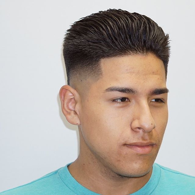 _____________________________________________________________ #FADE #STRAIGTHAIR #barbergrind #barberrespect #worldofbarbers #thefinestbarbers #barberpost #barbers #barbernation #barberlife #nastybarbers #barbergame #wahlsenior #chicagobarber #chicago #southloopchicago #hair #haircut #elegance  #menshairstyles #mccormickplace #wintrustarena #greenline #URBANHAIRCHICAGO @barbershopconnect @barbersince98 @barbersinctv @cutjunkies @thefinestbarbers @internationalbarbers @nicestbarbers _____________________________________________________________  @URBANHAIRCHICAGO ✶✶✶✶ 2132 S. Michigan Ave.  Chicago IL, 60616  Walk-ins welcome (312) 285-2143  Book with us at www.URBANHAIRCHICAGO.com