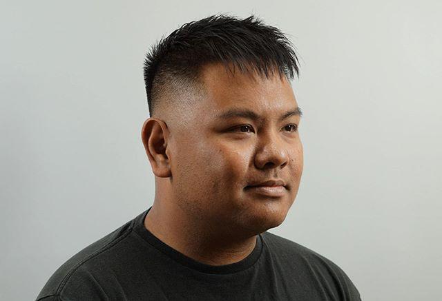 The photographer gets photographed 🧐 . . #chicagobarbers #barbers #barbershopconnect #barbershop #southloopchicago #mccormick #chinatown #pilsenchicago #messyhair #shorthair #shorthairstyles #menshair #menshairstyle #andismaster #mizutaniscissors #fade #men #menshairworld #fadegame #haircut