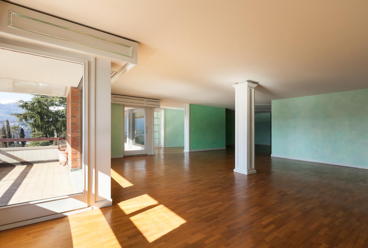 Large-living-room-with-beautiful-shiny-hardwood-floor.jpg