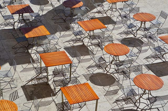 These tables and chairs even become art at the Getty🔶 ••• •• • #architecture #architecturephotography #design #architect #losangeles #la #california #gettymuseum #getty #orange #outdoorseating #tables #chairs #shadows #shadowhunters #creative_architecture #artofvisuals #architecturedaily #architecturelovers #architecture_hunter #architecture_magazine #architecturewatch #architectureporn #architectureview #jj_geometry #archi_features