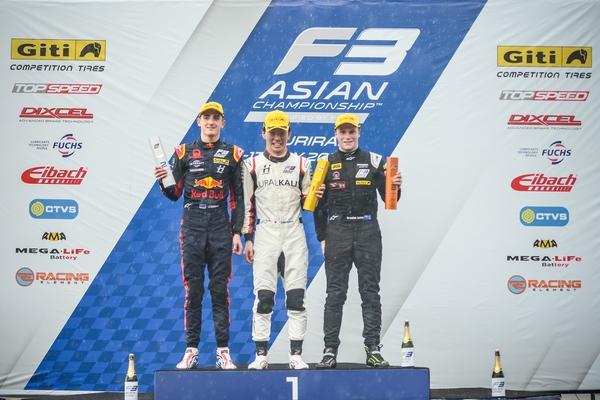 Ukyo Sasahara on the top step of the Race 6 podium.