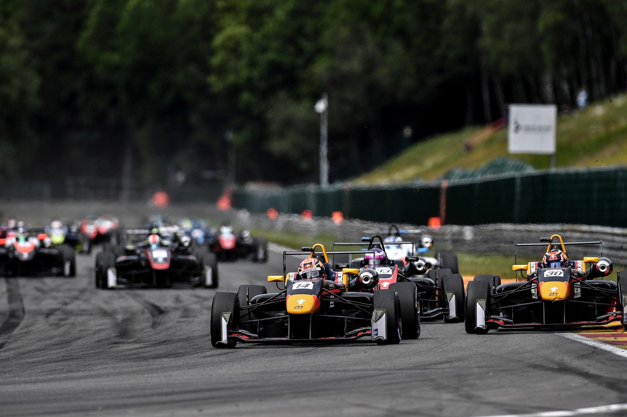19-15 Start Race 2.jpg