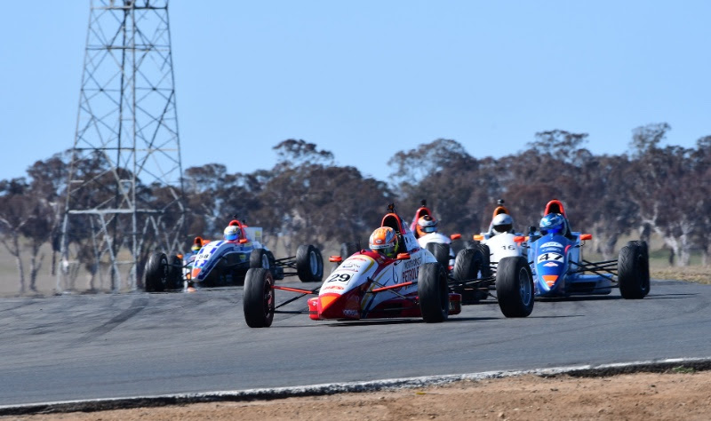 Anyone's game at Wakefield Park - AUSTRALIAN FORMULA FORD