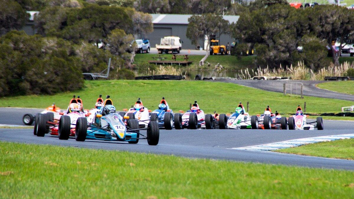 30-car title decider hits Phillip Island - AUSTRALIAN FORMULA FORD