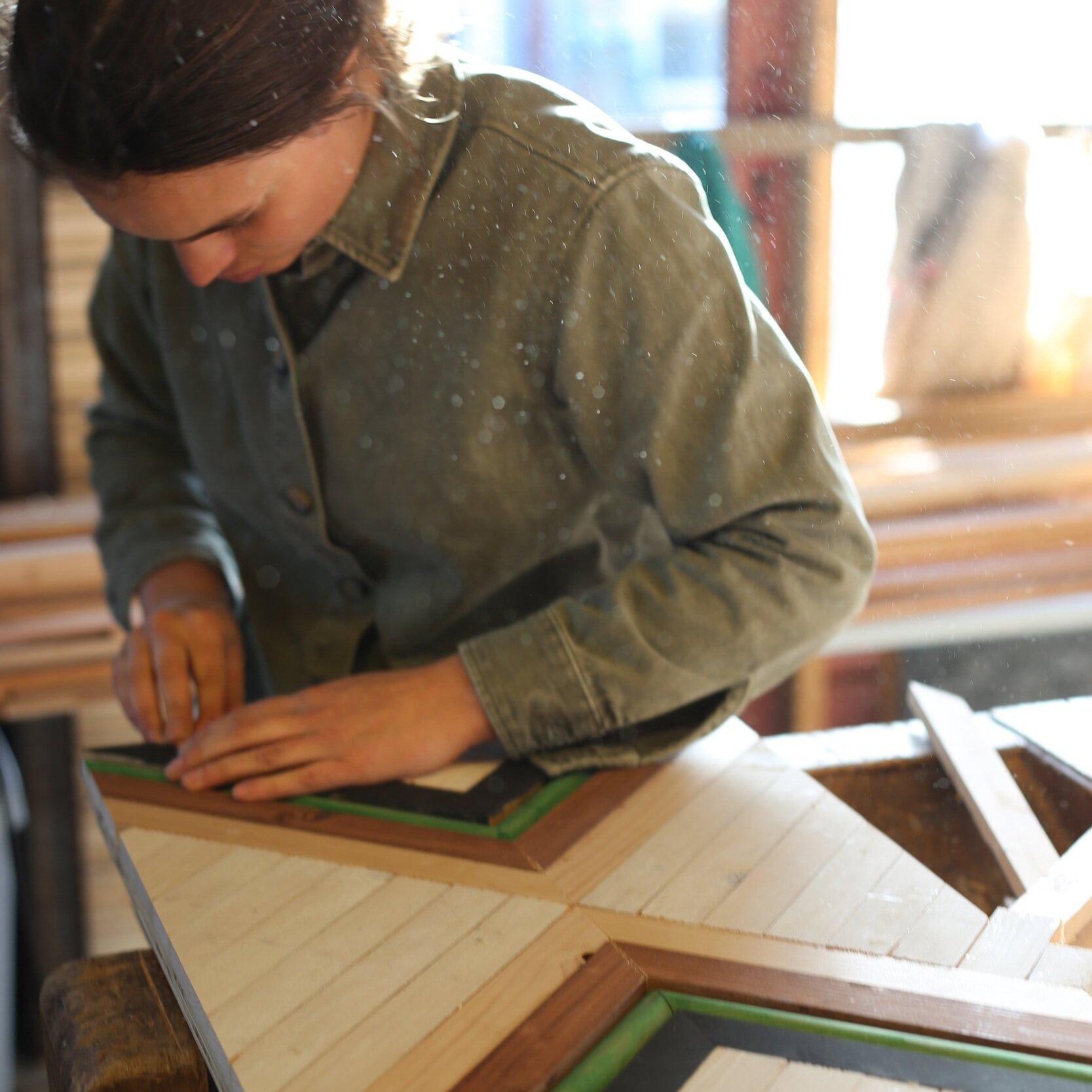 Geometric Wall Art - Een leuke en creatieve workshop voor alle niveaus! Samen knutselen en puzzelen met (sloop)hout en naar huis gaan met een zelfgemaakt kunstwerk voor aan de muur.