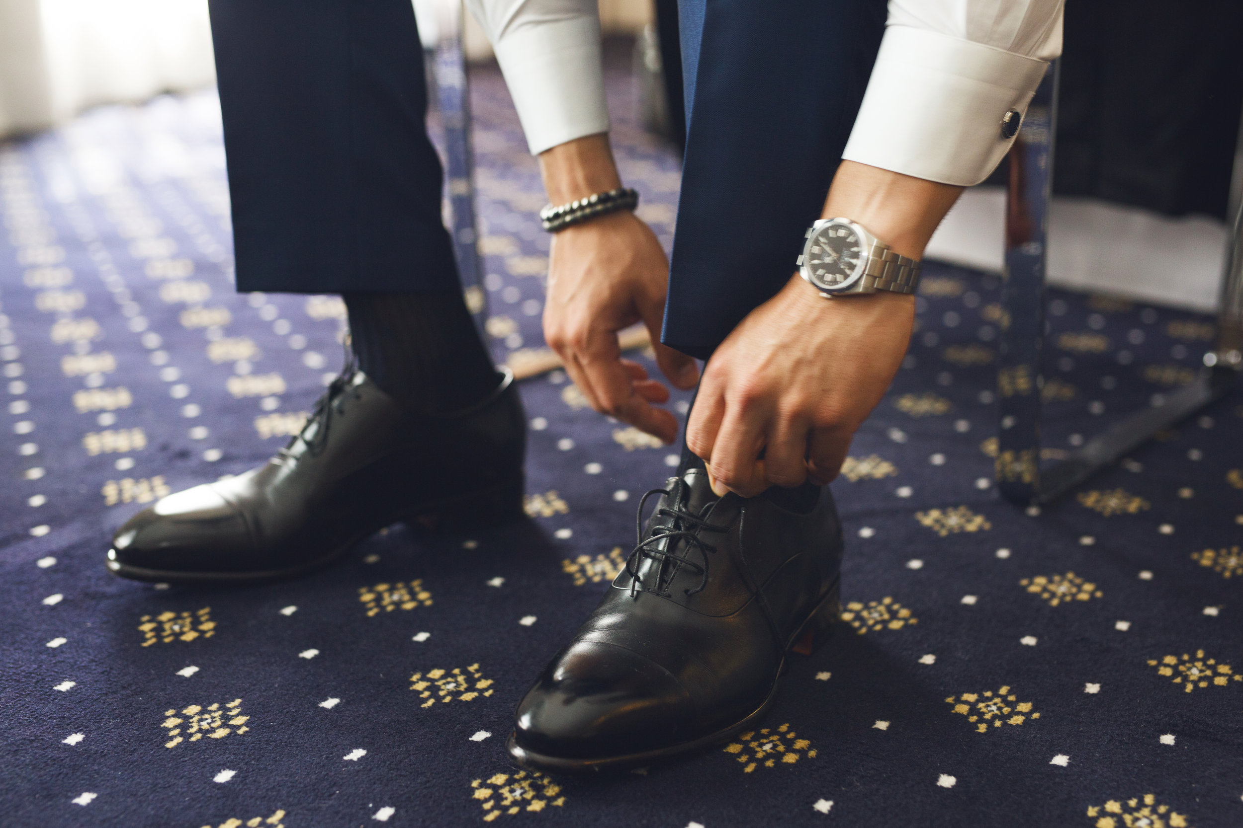 Getting ready for a Big Day. Bespoke trousers in VBC S120s fresco lana,  Gallo  socks,  Santoni  dress shoes.  Photo credit: @AlfonsoCalzaStudio