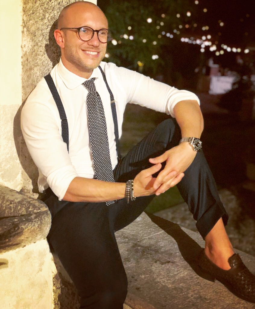 Summer night venue: short(er) MTM trousers, MTM shirt in light piqué, bespoke silk knit tie and  Rosi Collection  suspenders.  Photo credit: @LucaMontini