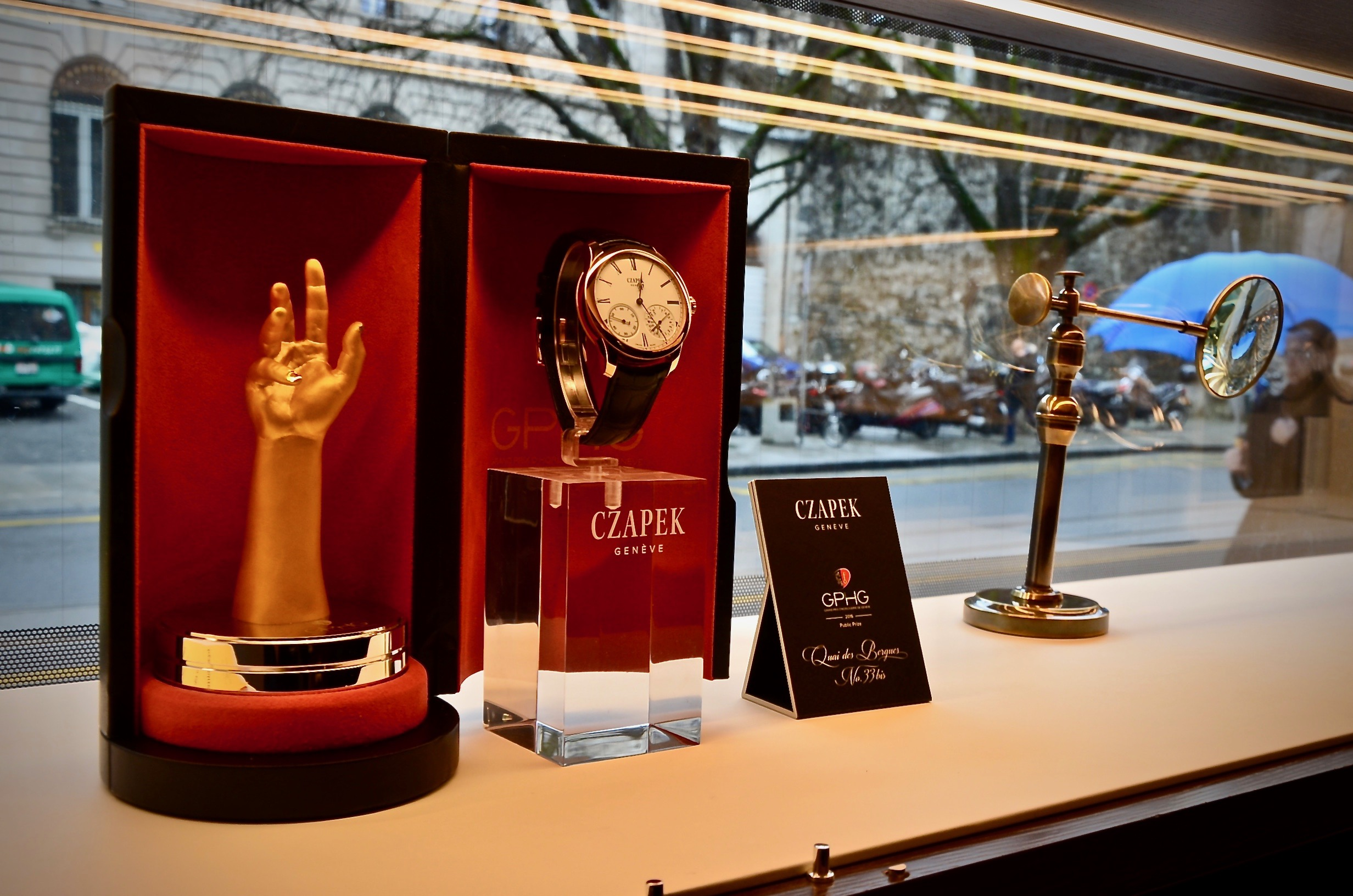 The GPHG Public Prize on display at Geneva's boutique.
