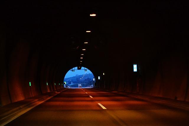 tunnel-1484554_640.jpg