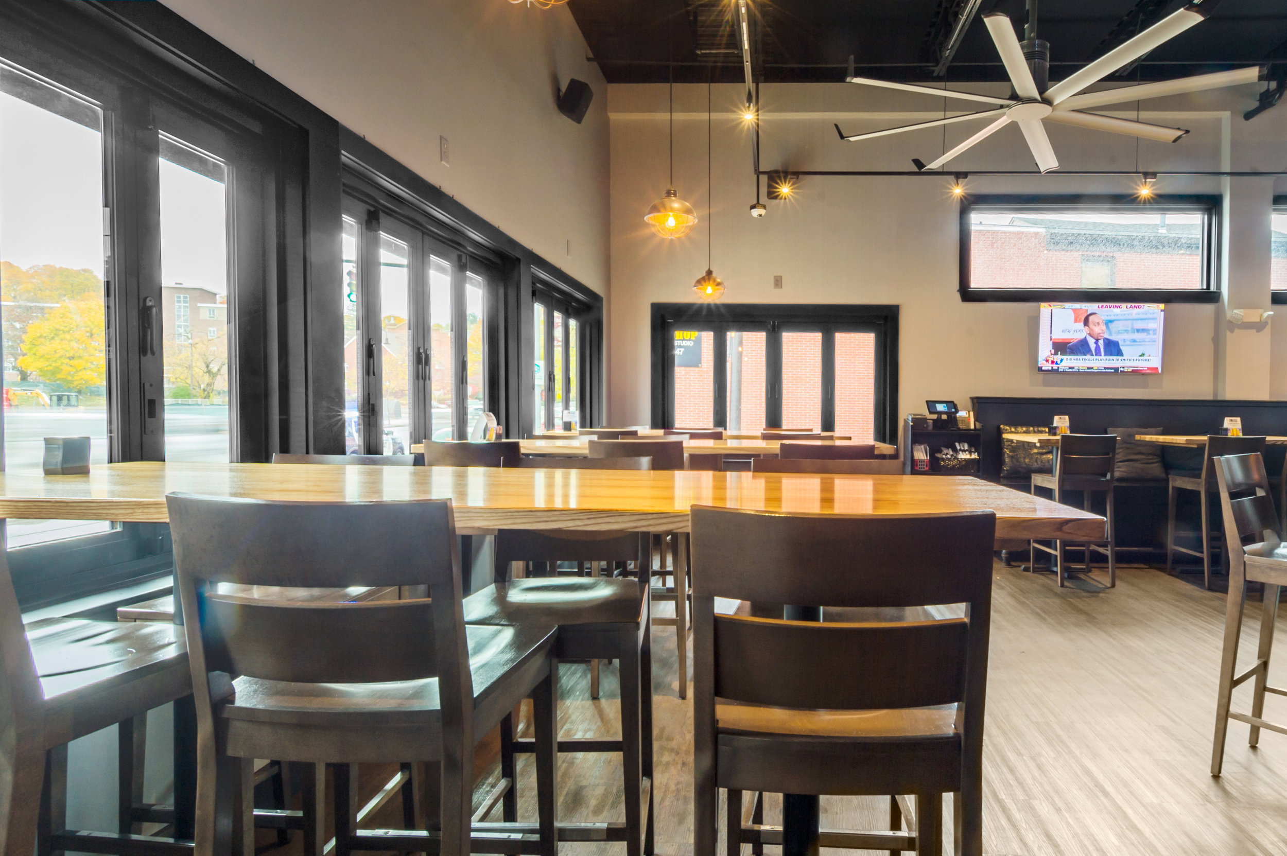 Bates Bar and Grill-6.jpg