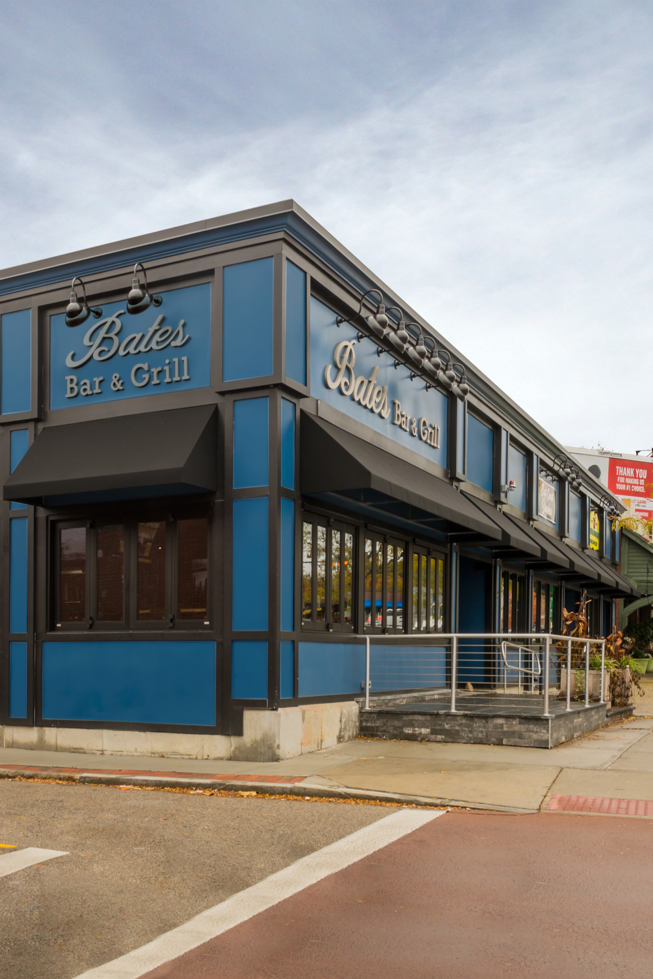 Bates Bar and Grill-7.jpg