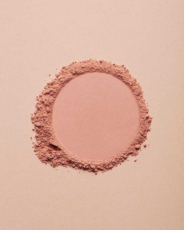 Texture Set design et DA : @juliettezakowetz Photo : @akatrestudio . #texture #setdesign #makeup #artwork #artdirection #photography