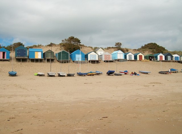 abersoch beach (PHOTO CREDIT: thebeachguide.co.uk)