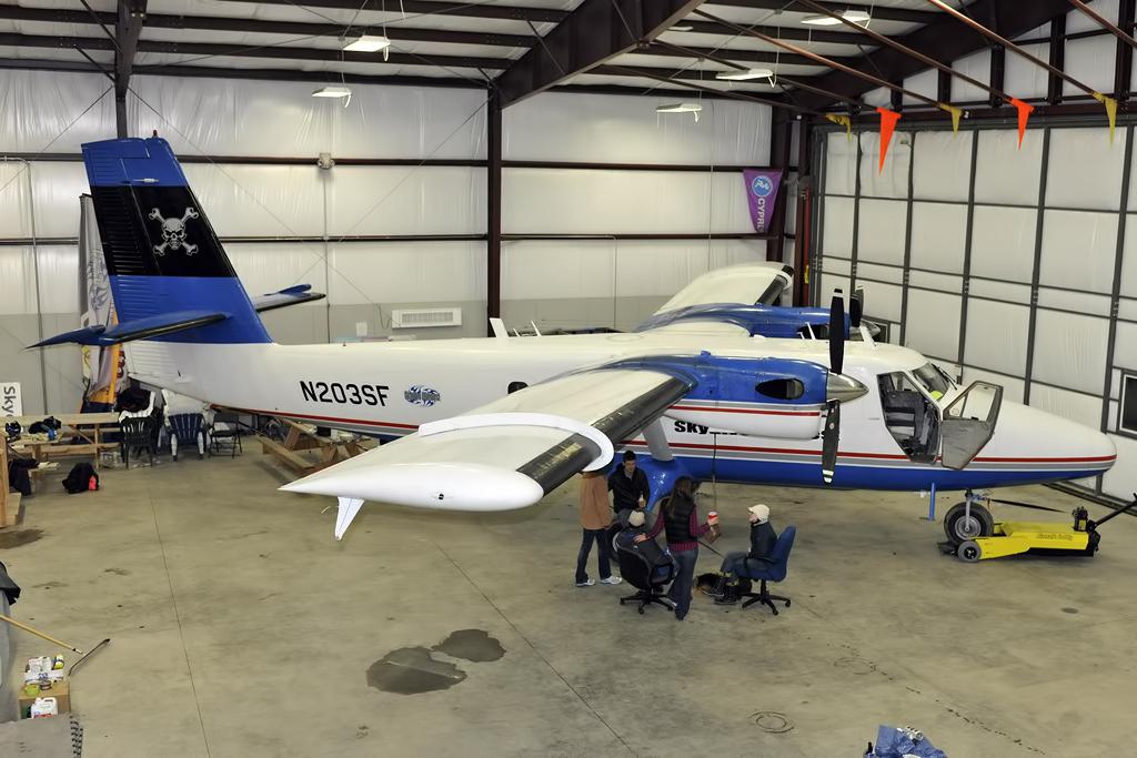 MSN 151 - DHC-6-200 N203SF Skydive Midwest  Robert Gurskis Photo ©