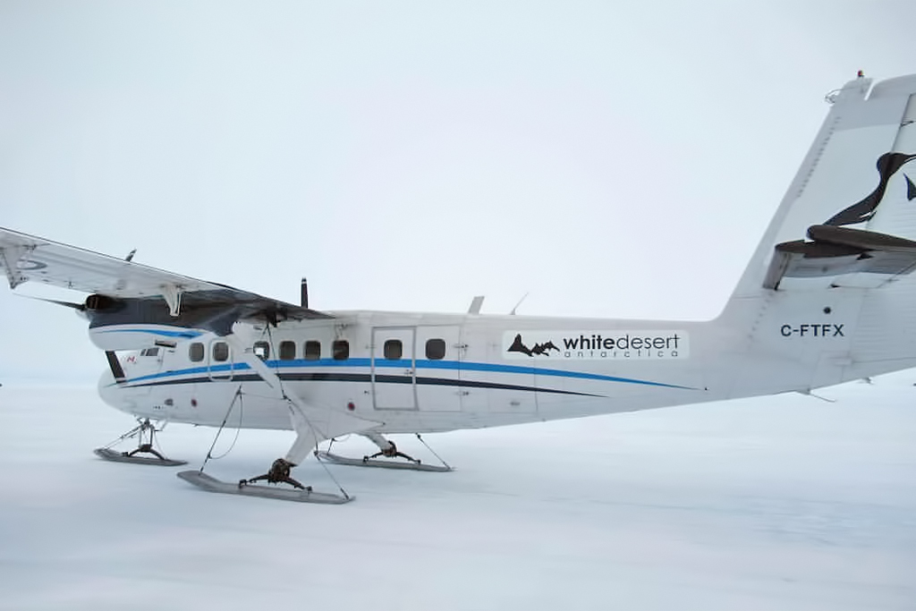MSN 340 - DHC-6-300 C-FTFX Summit Air Whichaway Skiway, Antarctica  Eleni Antoniades Environmental Photo ©