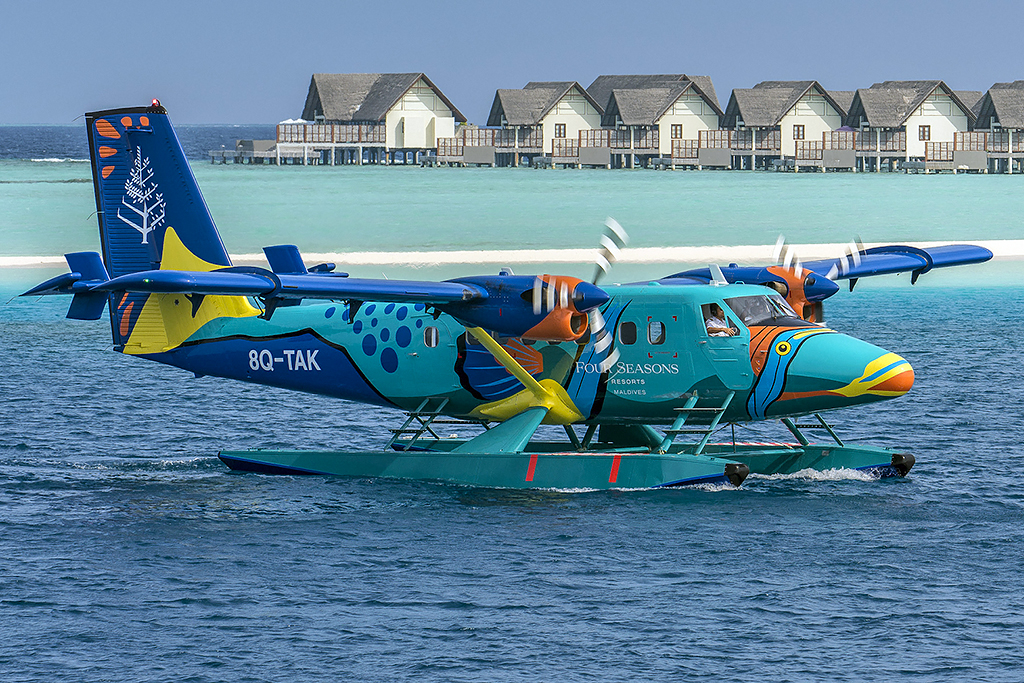 MSN 655 - DHC-6-300 8Q-TAK  Four Seasons Resort Photo ©