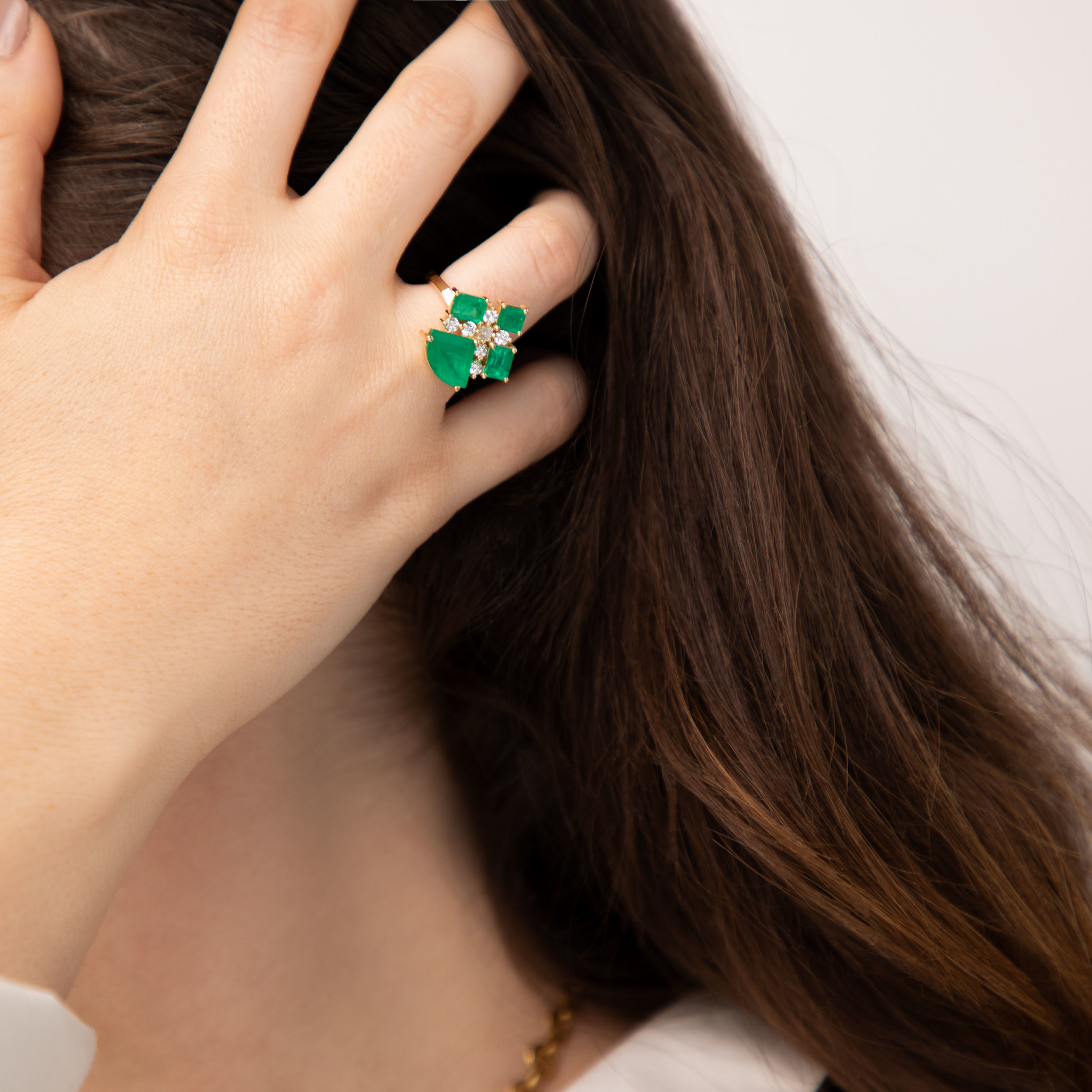Loulou ring - unique piece, 18k yellow gold set with natural Colombian emeralds, white and yellow diamonds