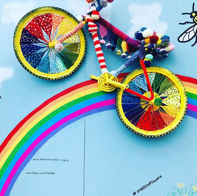 How wonderful is this!!! If teddy bears rode bikes.... 😂👌🏻 Creating smiles and adding colour!  #itsthelittlethings ❤️🧸 walk and ride! 🙌🏻 @altrinchamtoday @altrincham_matters @traffordcity @altrinchamhq  @walkrideAlty @altyinbloom @mcrconfidential #smelltheflowers #cleanairgm