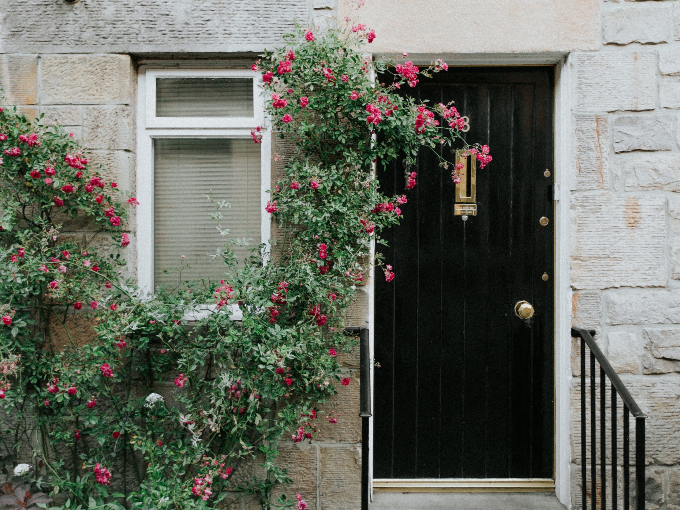 Doors & Windows - HANDYMACK repairs, maintains, and installs exterior and interior doors and windows of every shape and size. Increase your home's efficiency by replacing or repairing cracked or broken interior and exterior doors & windows.