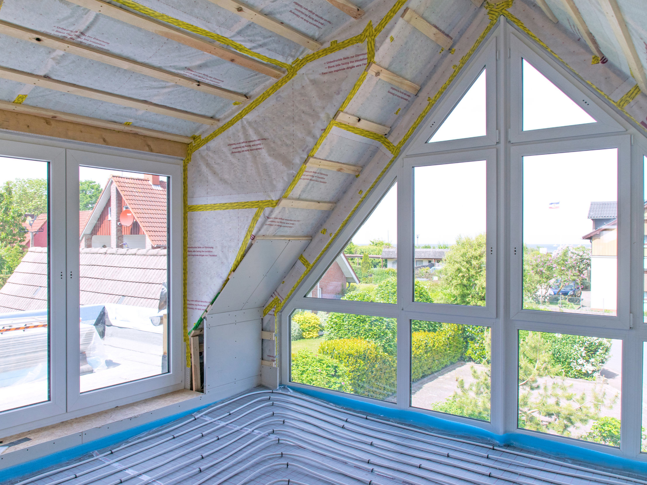 Attics - Attic projects are difficult to maneuver, and can sometimes be hazardous. HANDYMACK can transform your attic from overlooked space into usable space by adding attic stairs or ladders, installing flooring in attic spaces, or safely providing additional storage space for your home.