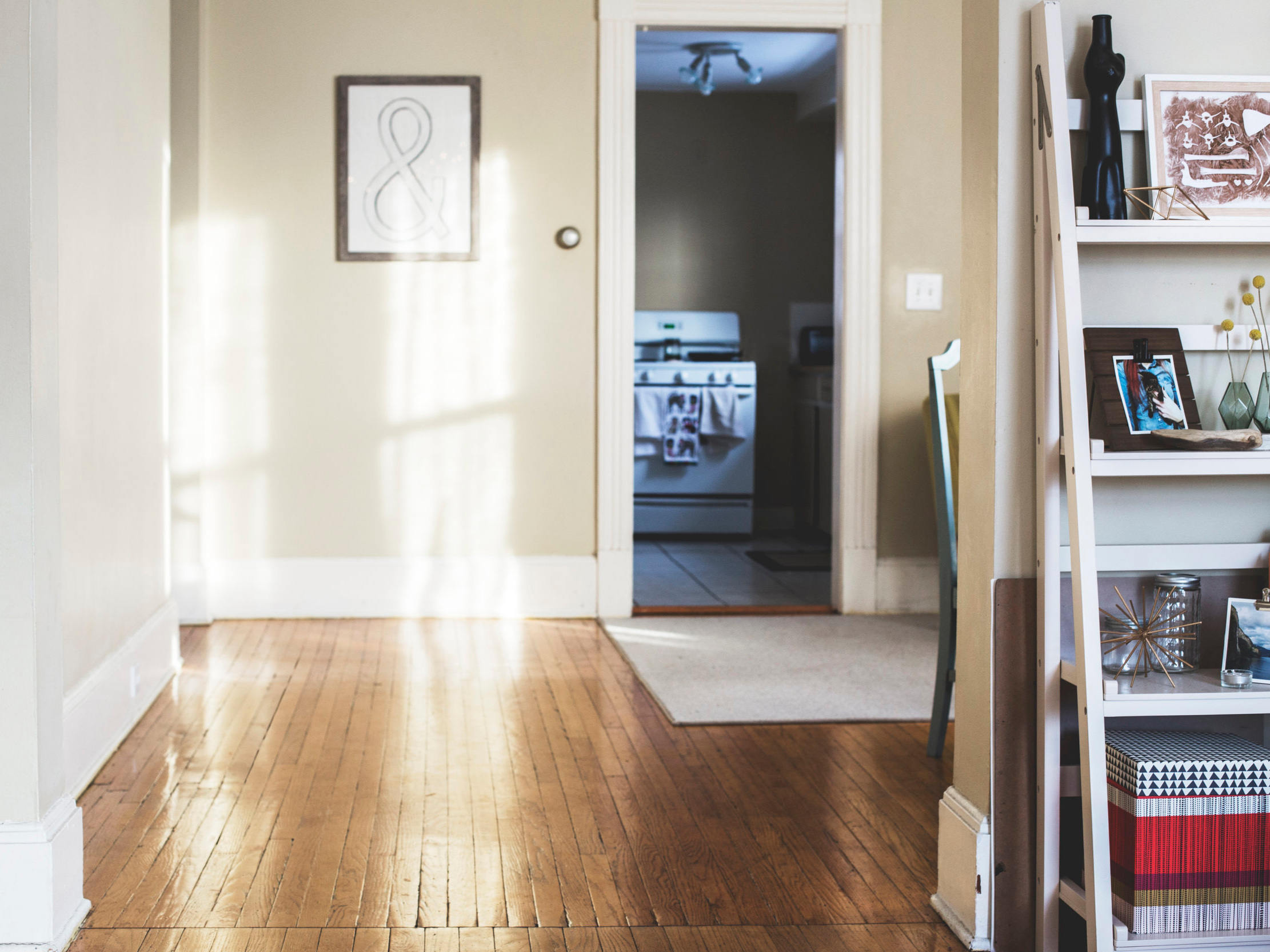 Floors - Whether we're laying ceramic floor tile in your kitchen, installing hardwood floors in your living room, HANDYMACK has the team and experience to complete the task to the standards you expect.