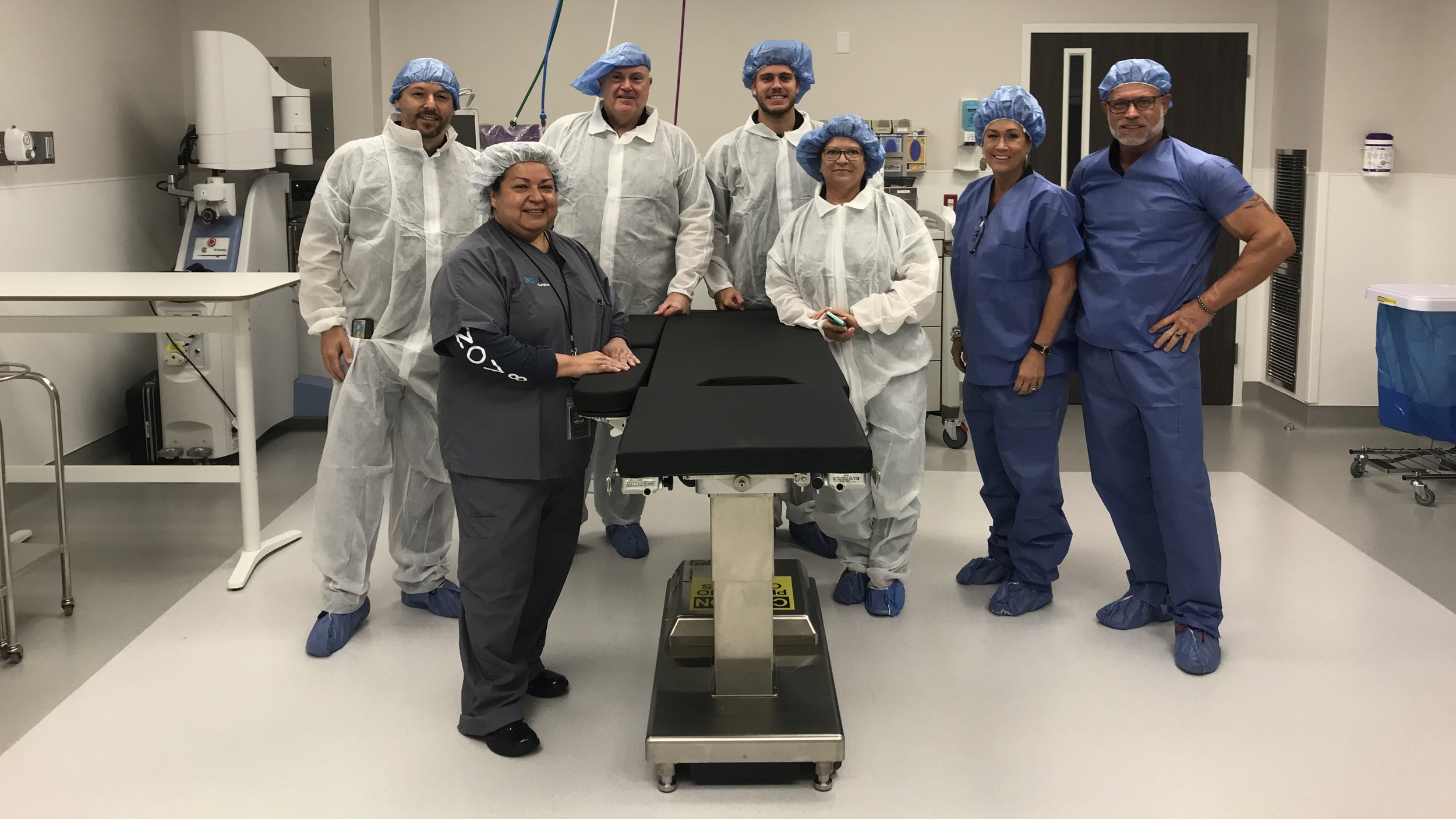 Innovative Orthopedic Technologies (IOT) team members shown in an INOV8 Surgical operating room, part of INOV8 Orthopedics. The facility uses our ARCH and MPXRAYCER products and is one of the leading surgery centers in the Houston, Texas area.