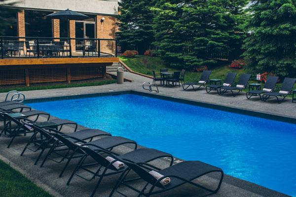 calgary-hotel-pool-3.jpg