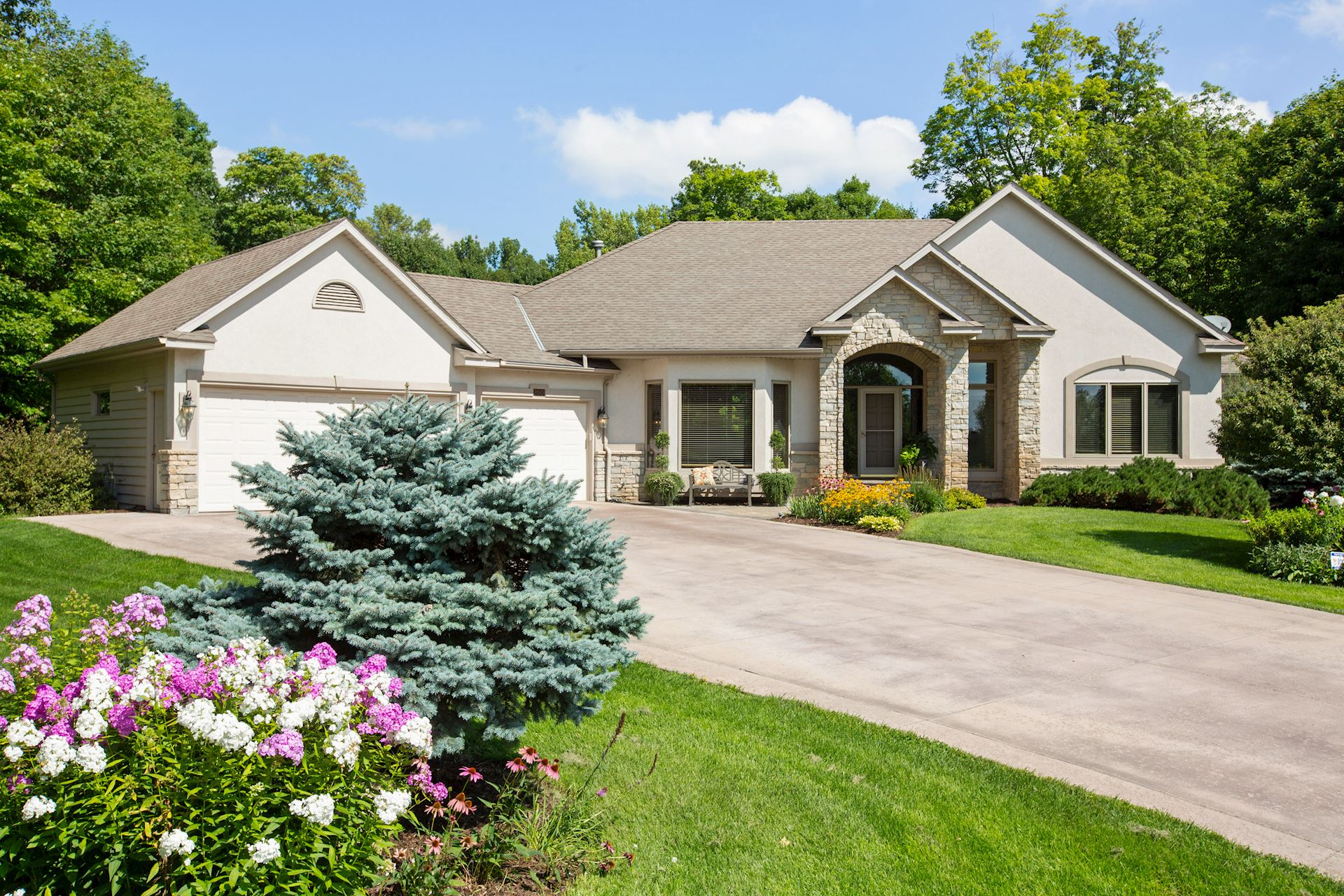 200 Truffula - Orono MN 55356 Pre-MLS - $850,000 - Just listed. Please contact us for details.