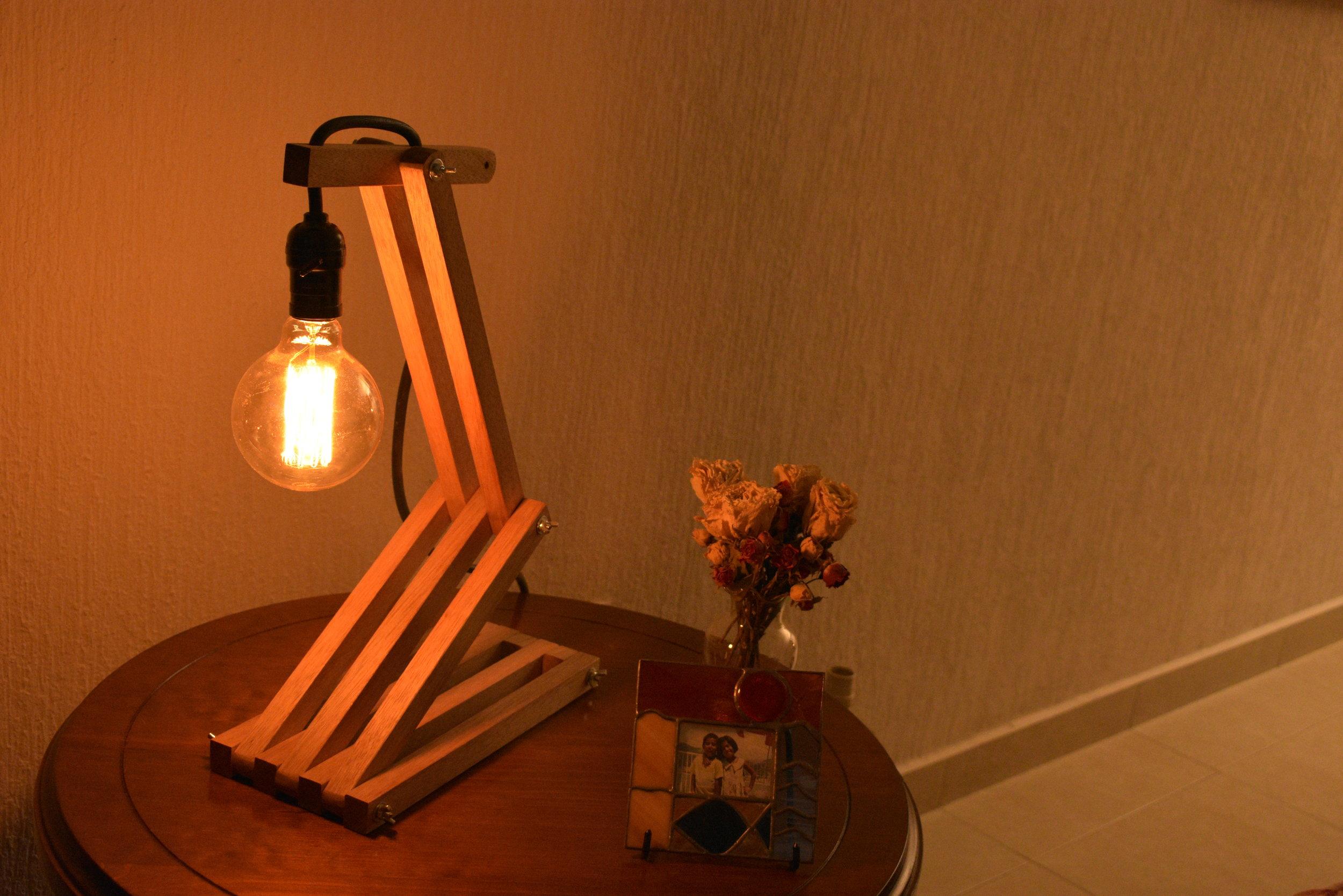 Lámpara de Madera Movible