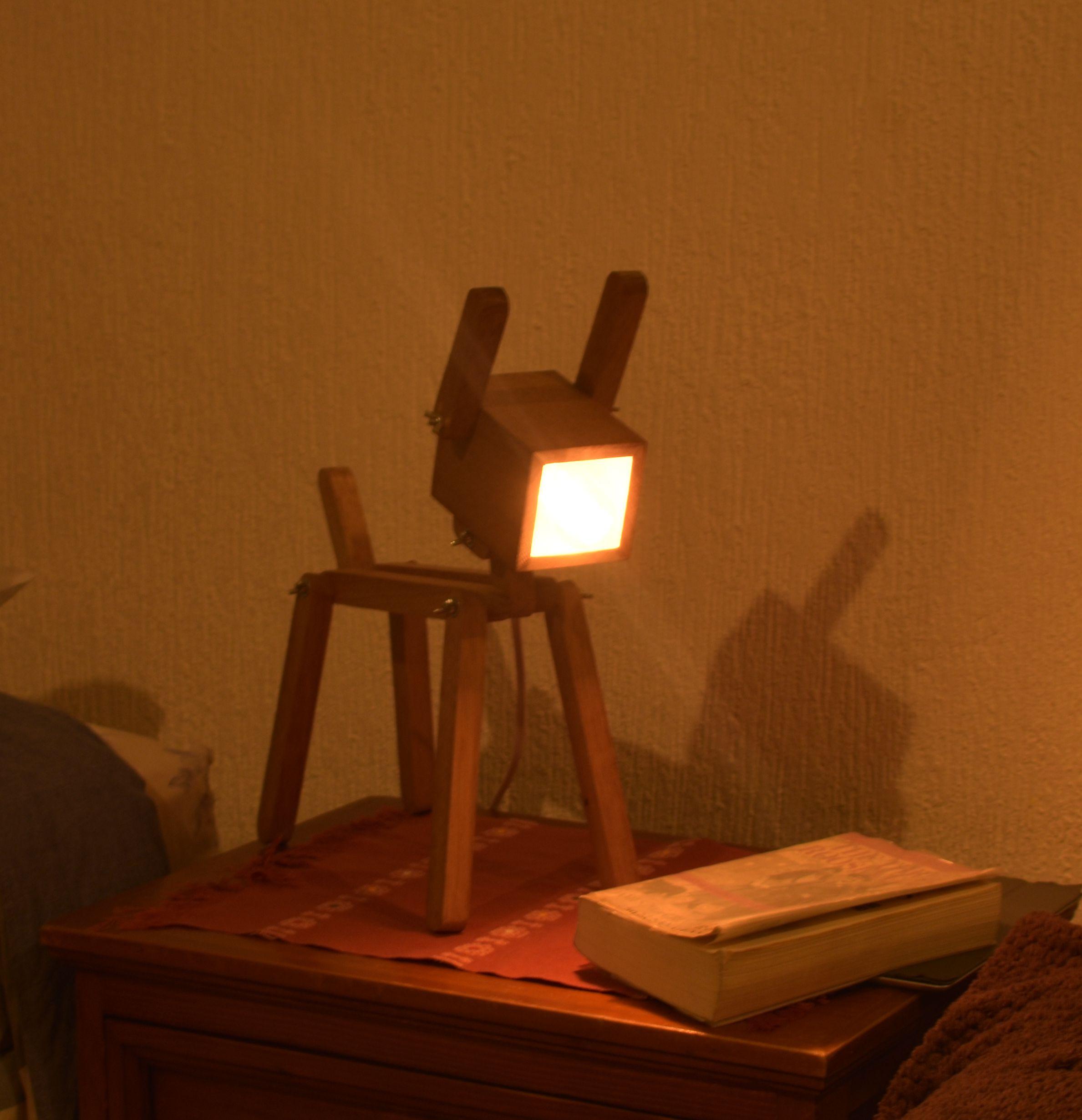 Lámpara de Perrito de Madera