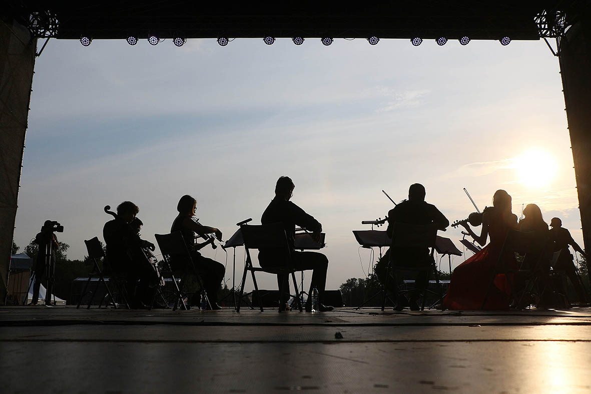 The music performed by Oberton String Octet demonstrated the nuances of different times and spaces, but overall it was about humanity and man's view of life - - Kultura Yekaterinburg