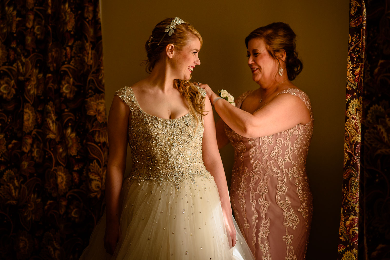 NYIT de Seversky Mansion Wedding mother and bride get ready