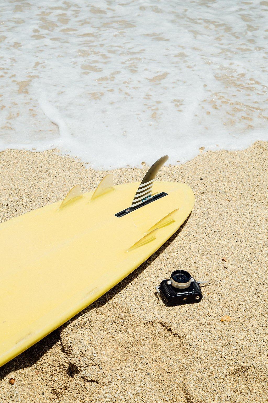 Boxjelly-yellow-Surfboard-camera-shore