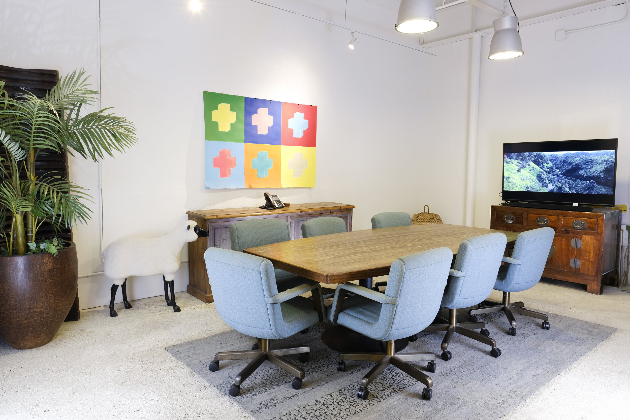 co-working-space-colorful-desk-chairs