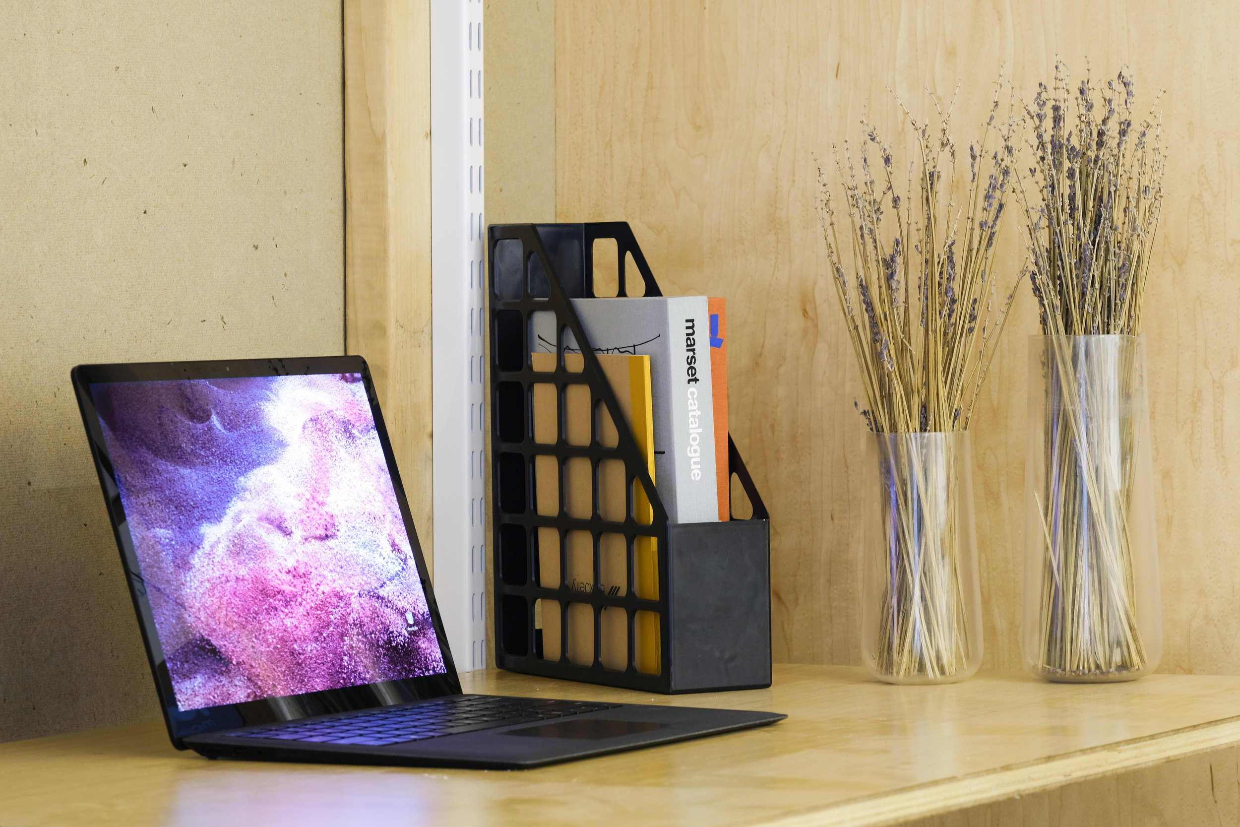 wood-desk-laptop
