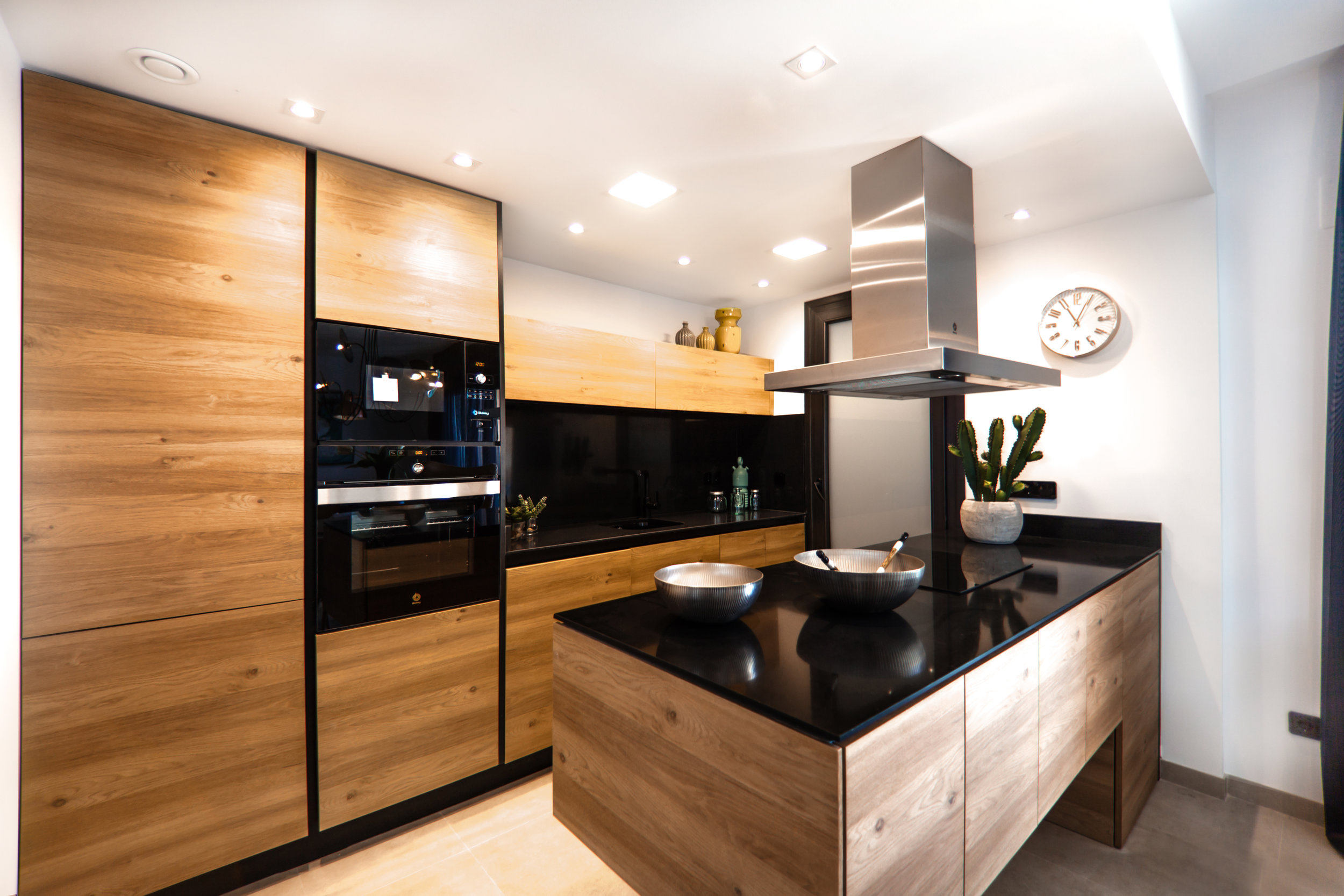 A MIX OF OGANIC MATERIALS AND CUTTING EDGE technology GIVE THIS KITCHEN A MODERN LOOK THAT WILL WORK IN ANY DECADE. Tons of functionality lurks within the major storage and smooth surfaces of this design.