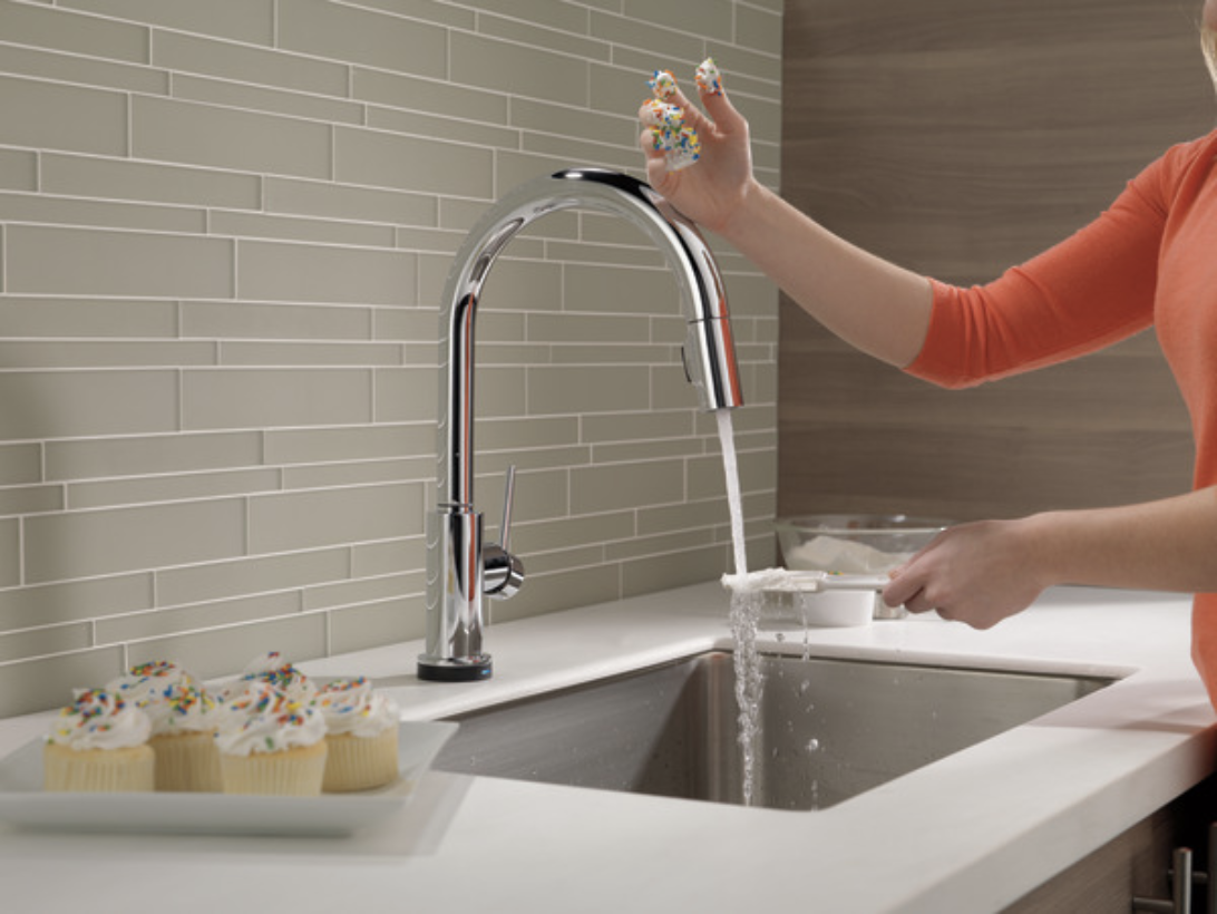 Create a mess-free kitchen with this touch sensor faucet. cook and bake your favorite treats with only the touch of your wrist.