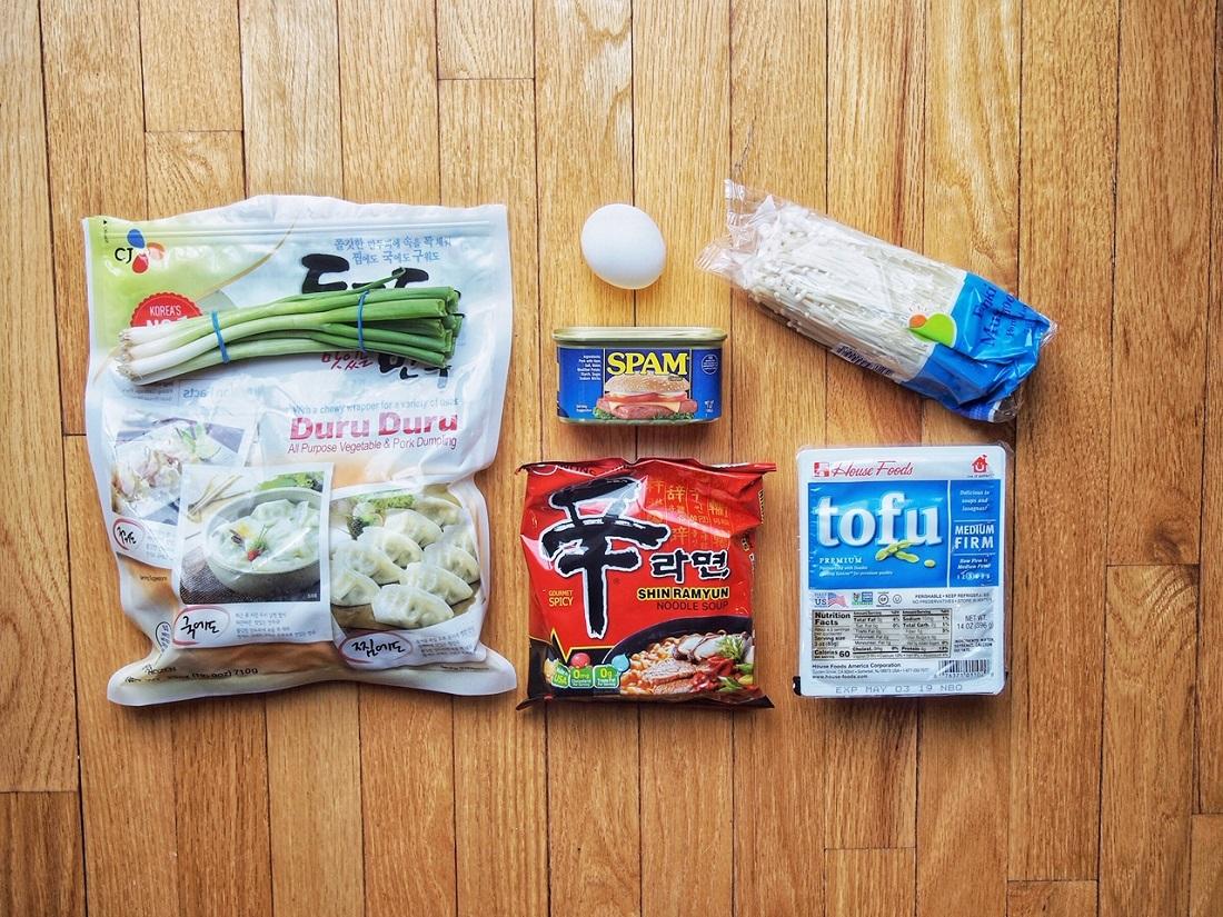 Ramen Ingredients that will be used: egg, green onion, dumplings, tofu, and mushrooms.